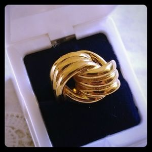 Jewelry - Heavy gold knot costume fashion ring sz 8